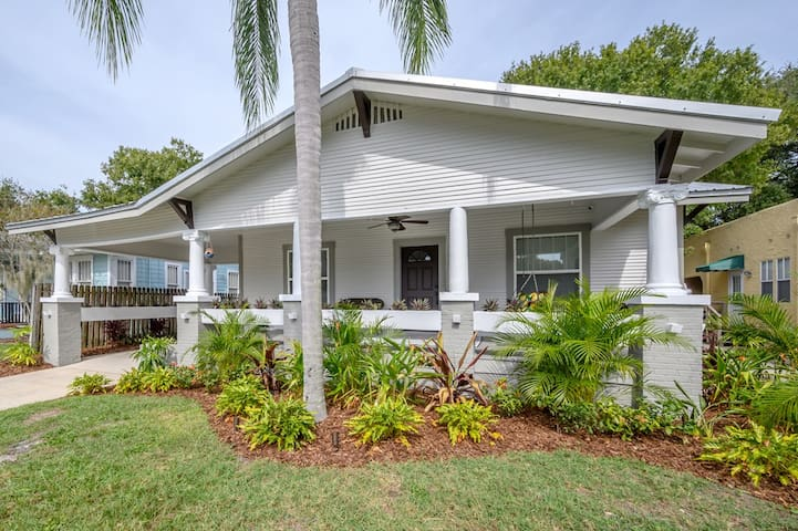 """Bay to Bay Bungalow"" - South Tampa Family Home"