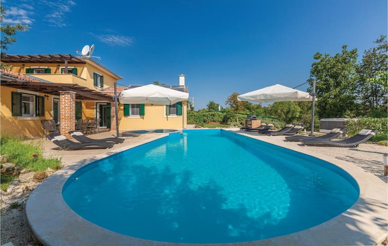 Modern home with pool in Rezanci