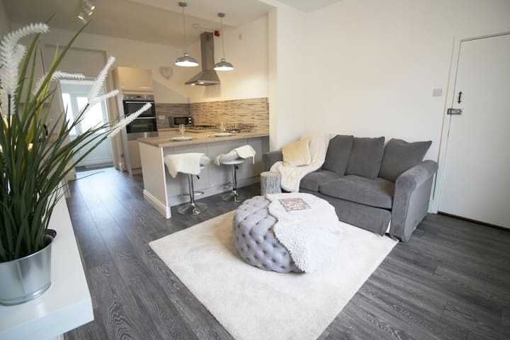 Modern apartment close to Cardiff centre