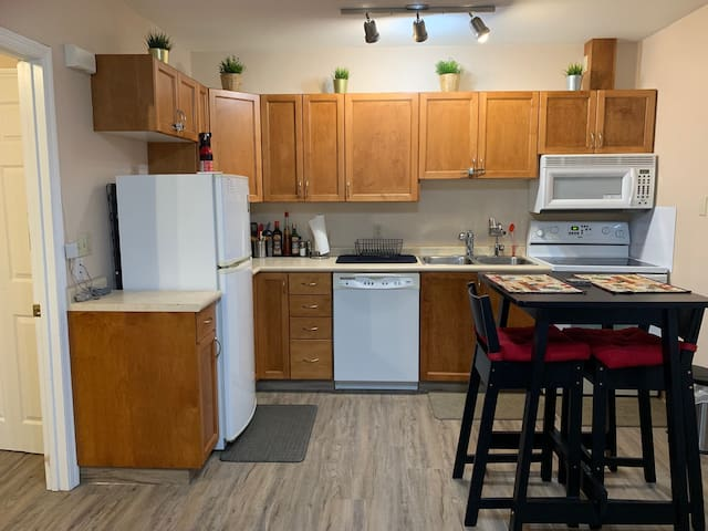 Cozy Work/Play Condo 1Bed/1Bath (400 sqft)
