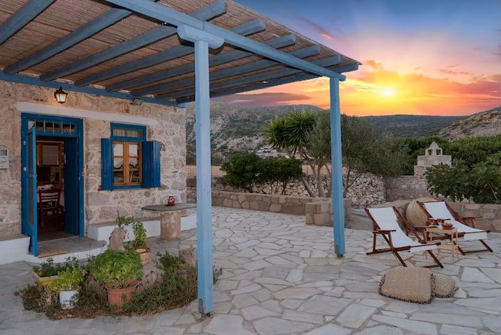 "Peaceful Sea View Cottage ""Lorentzena"""