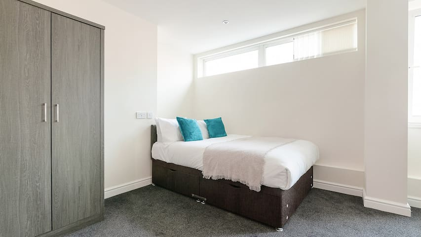 Spacious & bright studio flat in the city centre.