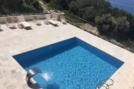 Sunny Villas - Two Bedroom Apartment with Pool A