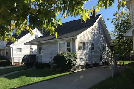Eco-friendly bungalow near downtown Royal Oak
