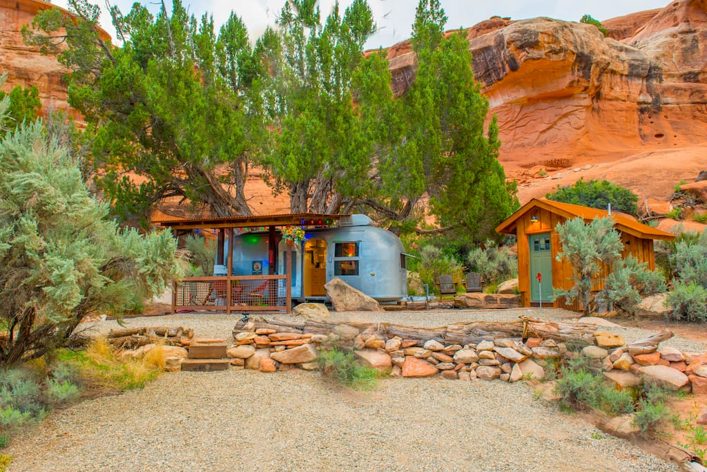 Ample parking in front and very safe gated ranch. Mountain biking close by, private & secluded in a peaceful surrounding.