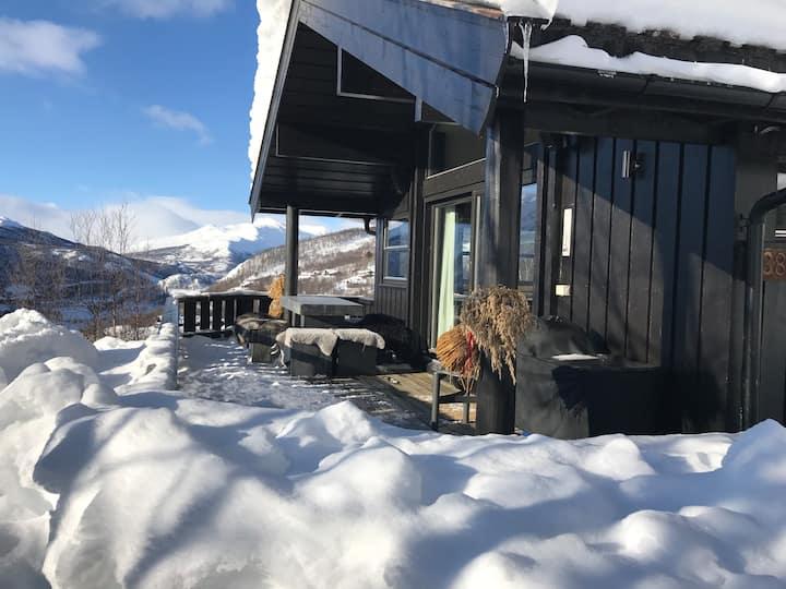 Eksklusiv moderne solrik hytte i Solheisen Hemsdal
