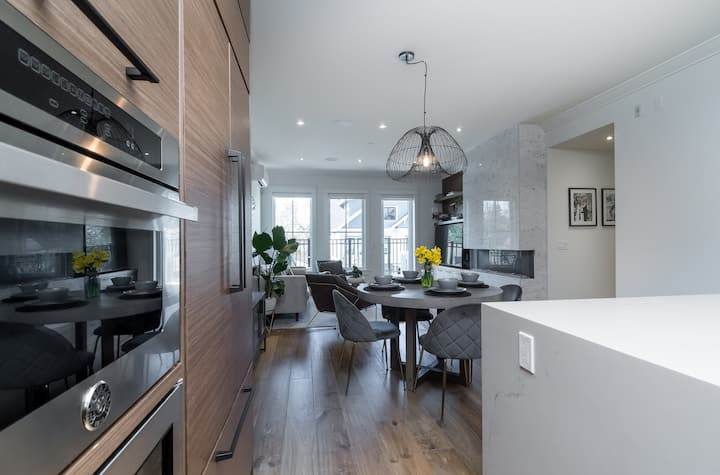 Luxurious Fort Langley Condo