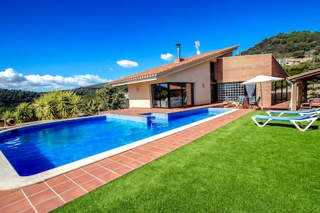Catalunya Casas: Villa Montbui with great mountain views, 45 min to Barcelona!