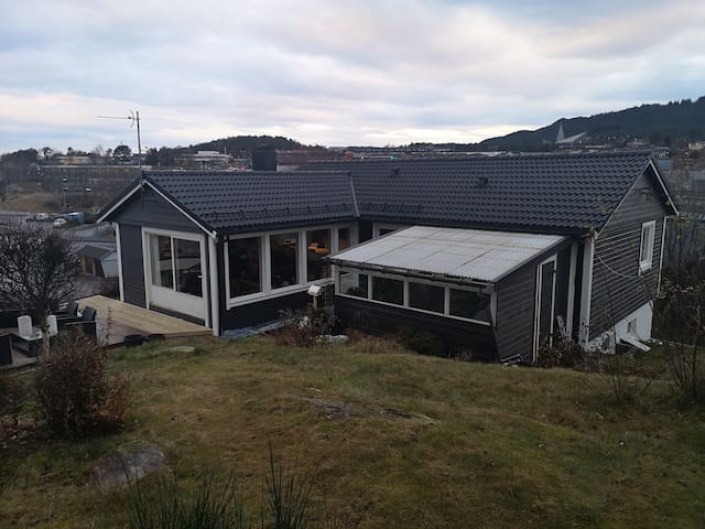 House in centre of Knarvik available for rent