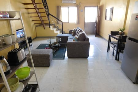 BEST VALUE 5 [Huge Living & Kitchen] Angeles Apart - Angeles - Apartment