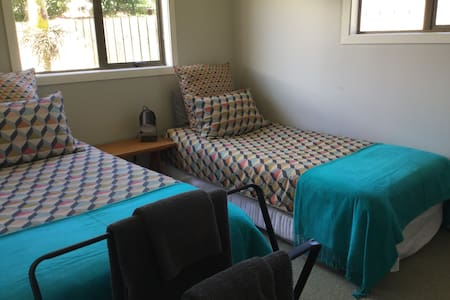 Cliff Street. Harbourside location. 2x Single beds - Raglan - Dům