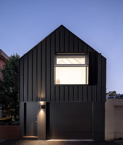 Minimalist studio in Richmond, Melbourne