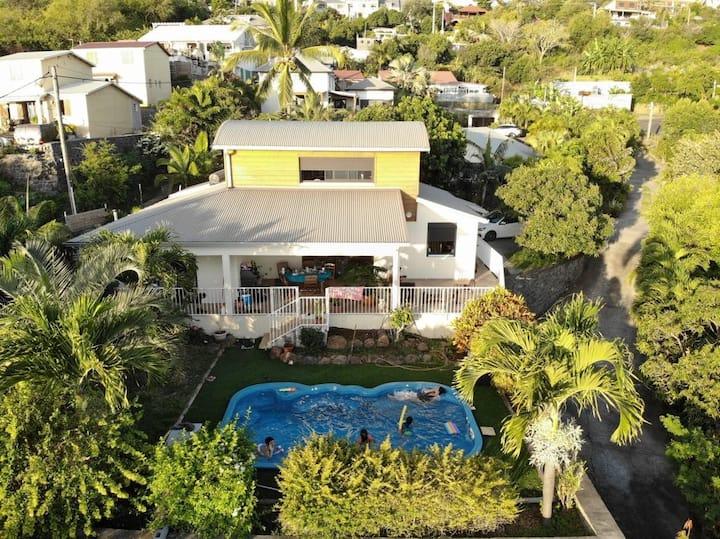 Villa avec piscine et vue mer