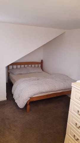 Spacious room ideal for 1 person