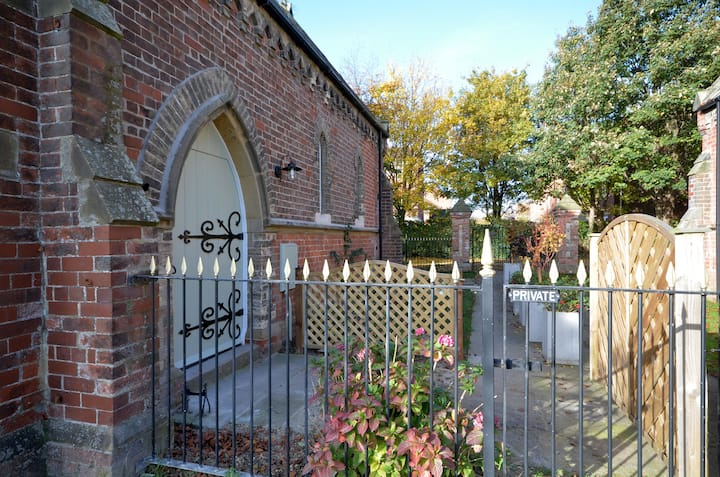 LOVELY, QUIET, FULLY MODERNISED 1857 CHAPEL.