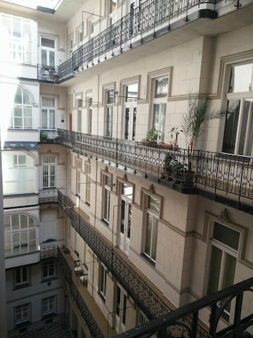 Downtown apartment, 60 square meters,renovate - Boedapest - Appartement