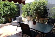 El patio. Un espacio al aire libre dentro de casa.