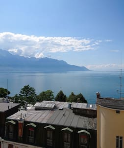 Small room Montreux with great view over the lake