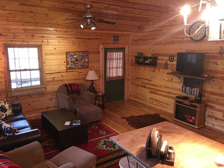 Circle s cabin w hot tub in eureka springs ar cottages for Cabine eureka ca