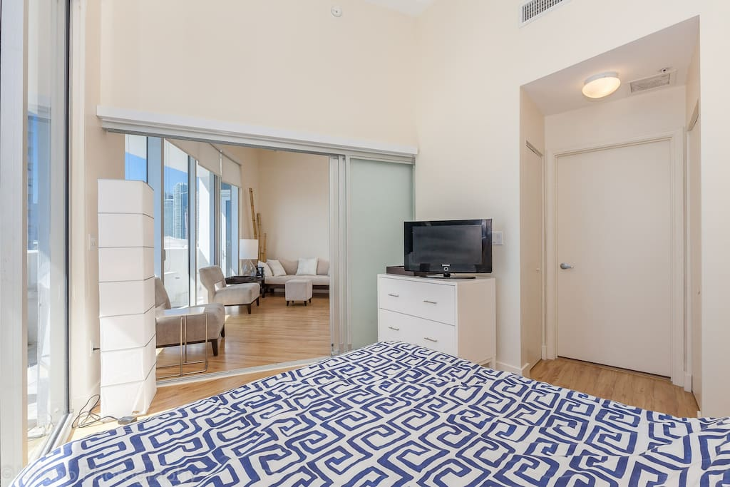 Large Trendy 2 Bedroom In Arts District With Views Apartments For Rent In Miami Florida