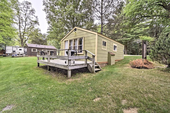 NEW! Montello Studio Cottage w/ Docks at Ox Creek!