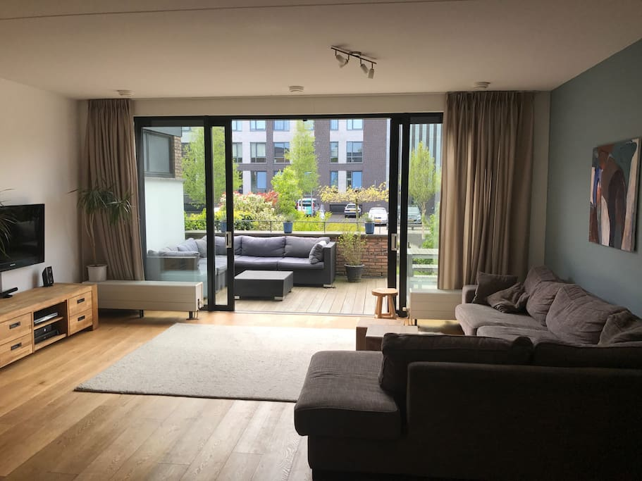 Living with sliding doors to the garden