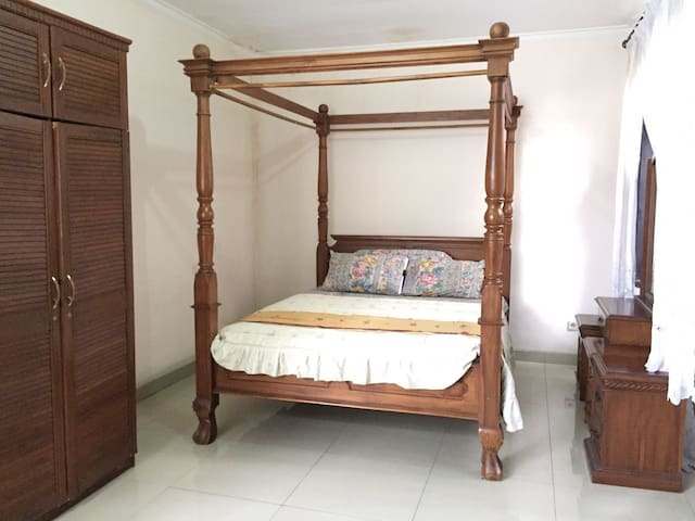 Private masterbedroom in the heart of Jakarta