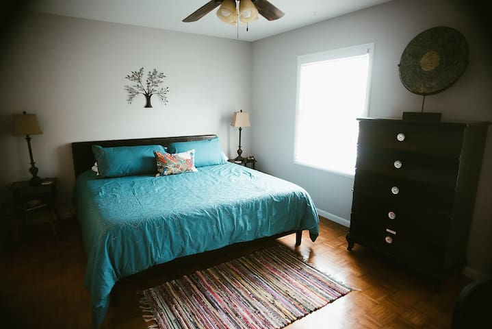 Cozy Townhouse Sleeps 6 Just South of Birmingham