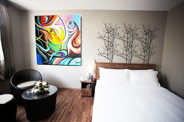 Merchant Art Boutique Suite 2