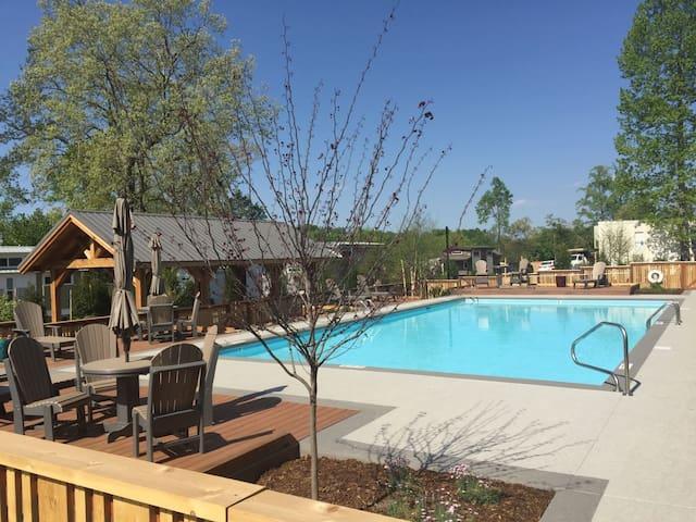 Tiny House~2 Lofts ~Community Pool is open