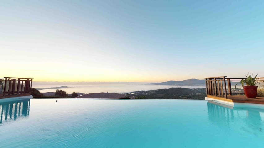 Superbe villa familiale piscine et vue mer