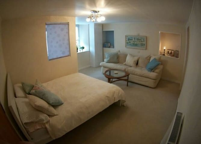 A spacious room in the heart of the city centre.