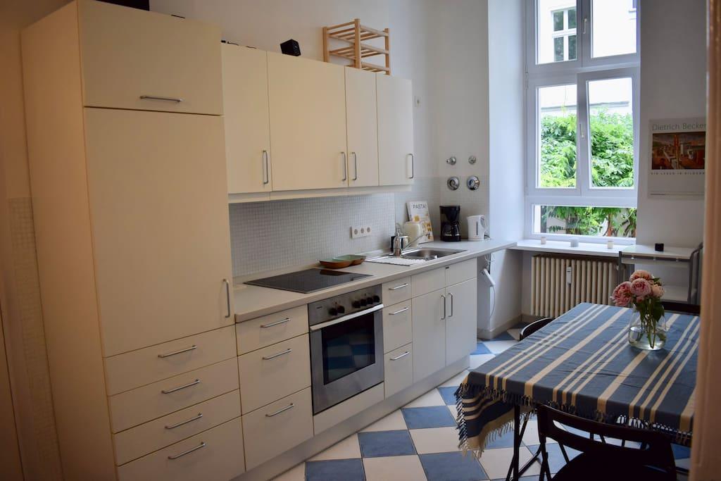 Küche (Blick gen Innenhof)