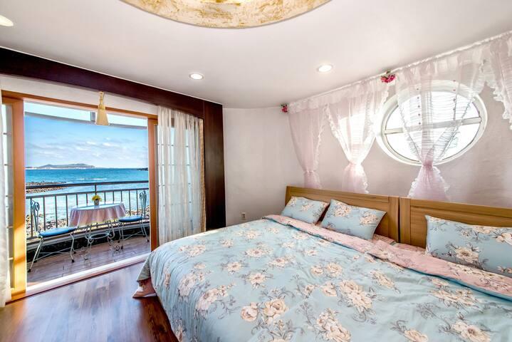 객실에서 맞는 해돋이가 멋진 룸!