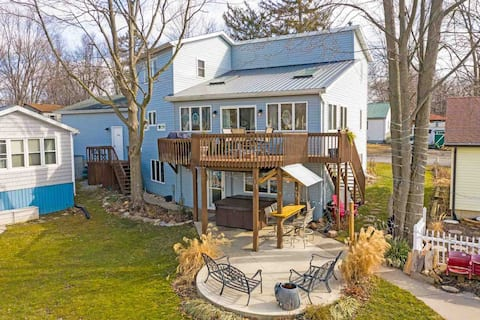 Waterfront 6 Bedroom 3 Bath Home Hot tub Boathouse
