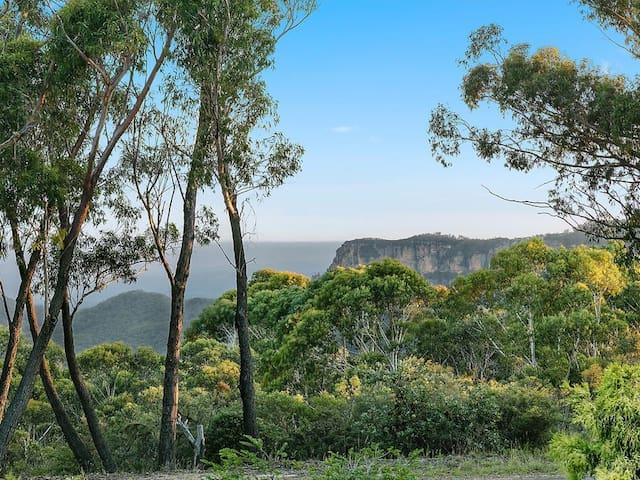 Narrowneck and Jamieson valleys at your footsteps