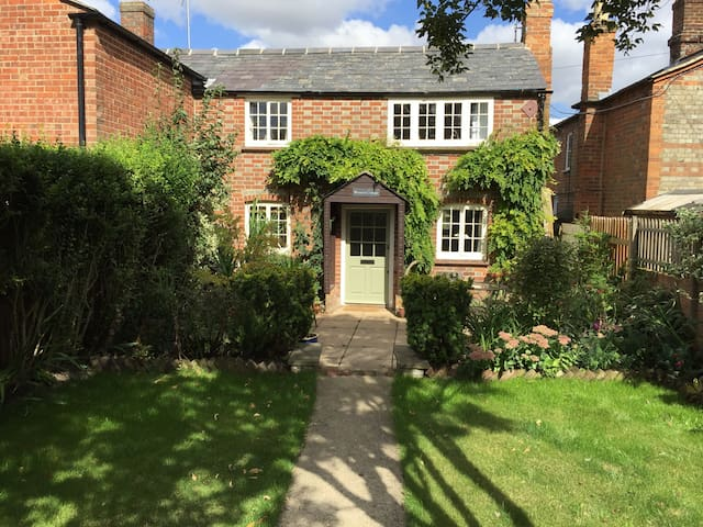 Character cottage in the Chilterns  Oxford, Henley - Watlington - Hus