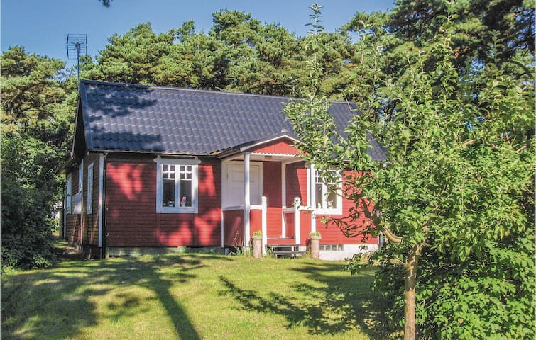 Holiday cottage with 3 bedrooms on 80 m² in Borrby