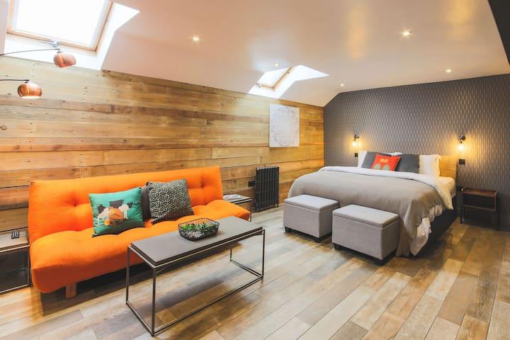 Dog-friendly luxury super-king studio suite