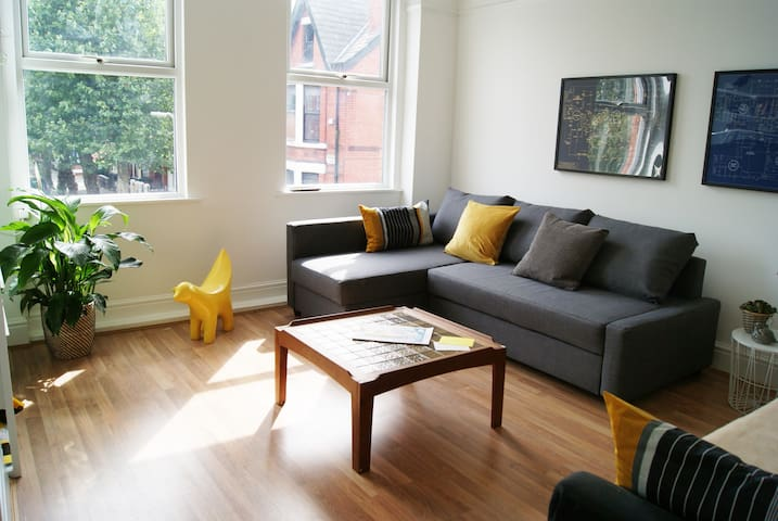Penny Lane Apt- bright, relaxed, stylish: sleeps 8