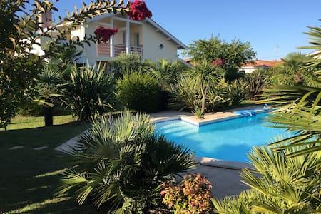 T2 dans villa Terrasse, piscine, Bassin d'Arcachon