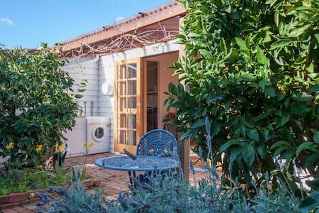 Sunny Garden Hideaway | Sandy Bay - Sandy Bay - Appartamento