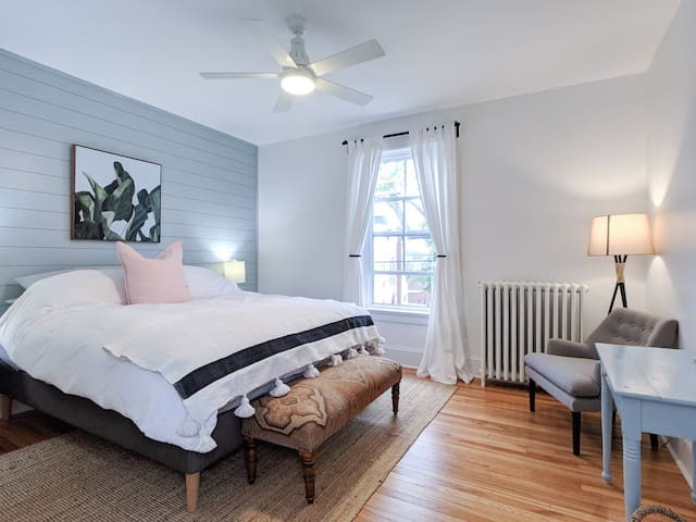 Beautiful and stylish space in Old Town Lunenburg