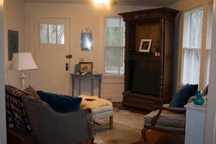 Cozy Room - Less than a mile from Longwood! - Farmville - Bungalov