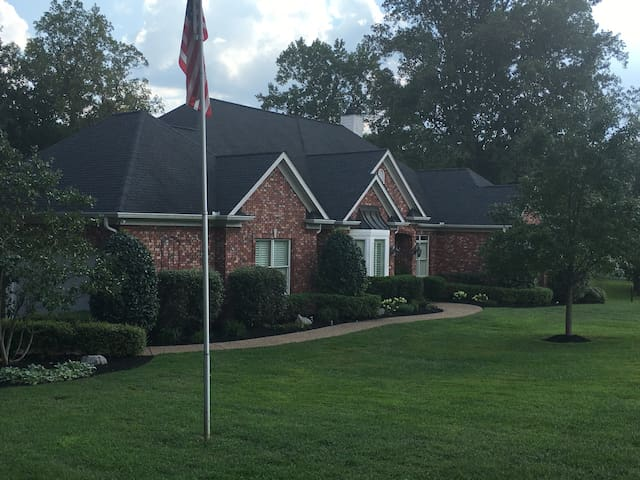 Franklin Home - Very Private