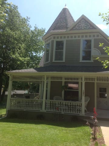 Victorian Home in Historic Village - Mantorville - House