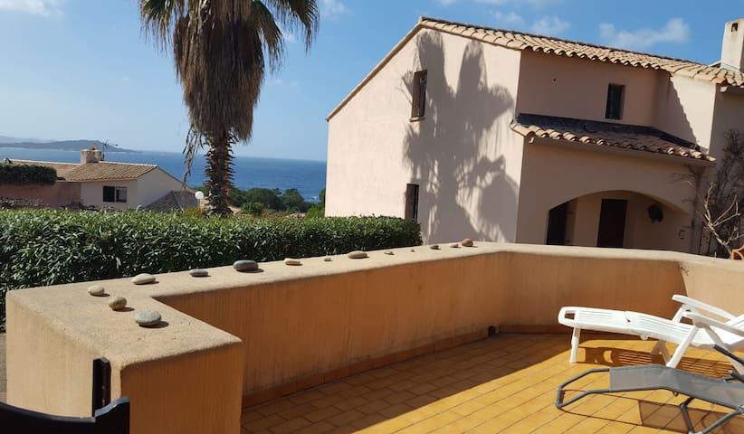 Maisonnette vue mer Porticcio piscine/plage à pied