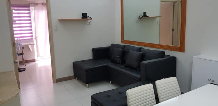 Fields Residences 2 Bedroom WIFI & Covered Parking