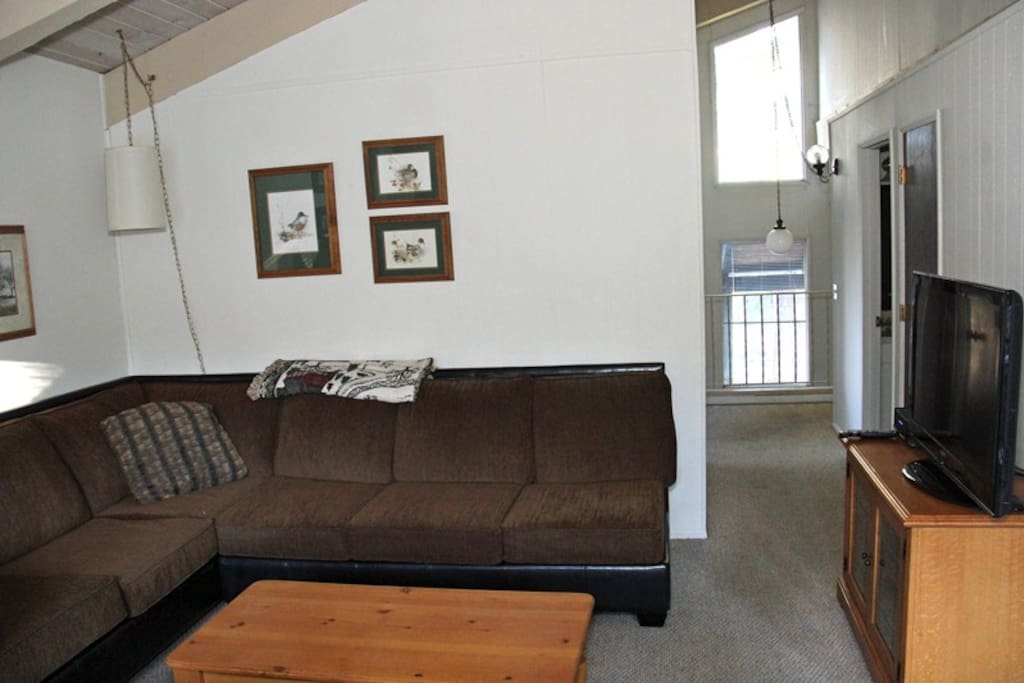 Mammoth Lakes Vacation Rental Chateau Blanc 1 - Living Room has a Flat Screen TV