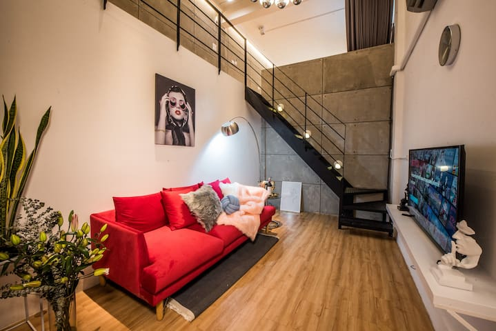 PL21 ★ Luxury Loft Style★upto 4 , 1m to Platinum